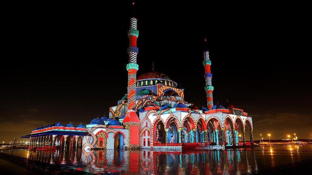 Terpesona Indahnya Festival Cahaya Sharjah di Uni Emirat Arab