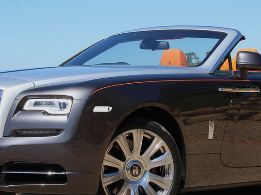 Cara Eksklusif Rolls-Royce Serah Terima Mobil dengan Pembeli
