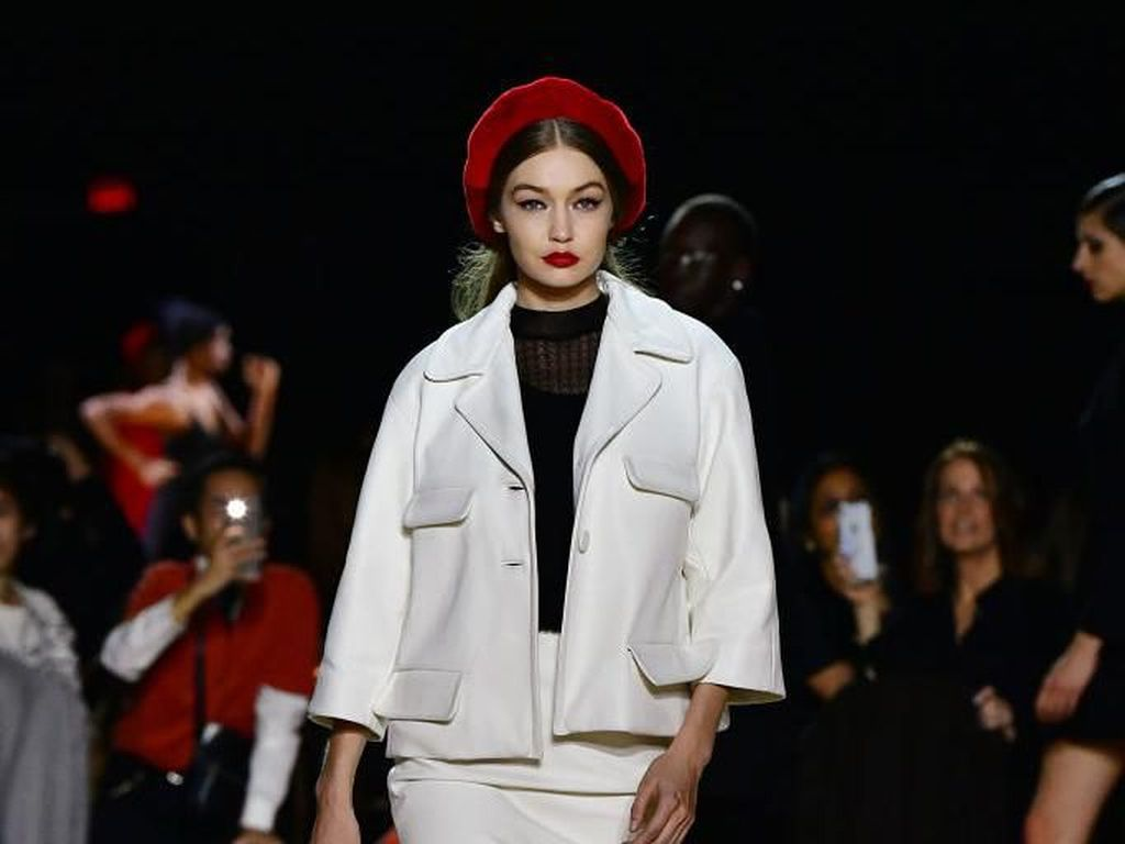 Foto: Pesona Gigi Hadid di New York Fashion Week 2020, Cuma Tampil 3 Kali