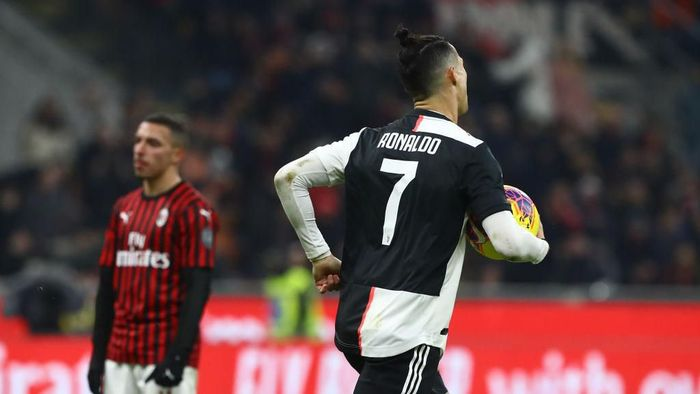 MILAN, ITALY - FEBRUARY 13:  Cristiano Ronaldo of Juventus celebrates his goal during the Coppa Italia Semi Final match between AC Milan and Juventus at Stadio Giuseppe Meazza on February 13, 2020 in Milan, Italy.  (Photo by Marco Luzzani/Getty Images)