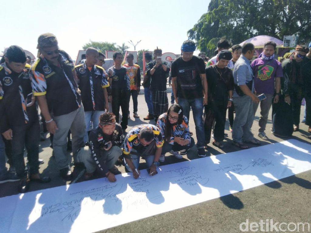 Warga Ciamis Turun ke Jalan Tuntut Ridwan Saidi Minta Maaf