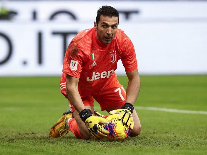 Juventus Italian goalkeeper Gianluigi Buffon grabs the ball during the Italian Cup (Coppa Italia) semi-final first leg football match AC Milan vs Juventus Turin on February 13, 2020 at the San Siro stadium in Milan. (Photo by Isabella BONOTTO / AFP)