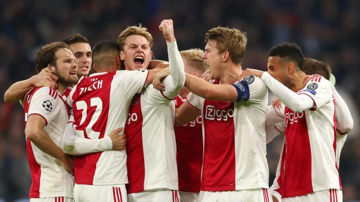 AMSTERDAM, NETHERLANDS - FEBRUARY 13:  Nicolas Tagliafico of Ajax celebrates after scoring his teams first goal with his team mates but the goal is later disallowed by the VAR during the UEFA Champions League Round of 16 First Leg match between Ajax and Real Madrid at Johan Cruyff Arena on February 13, 2019 in Amsterdam, Netherlands.  (Photo by Lars Baron/Getty Images)
