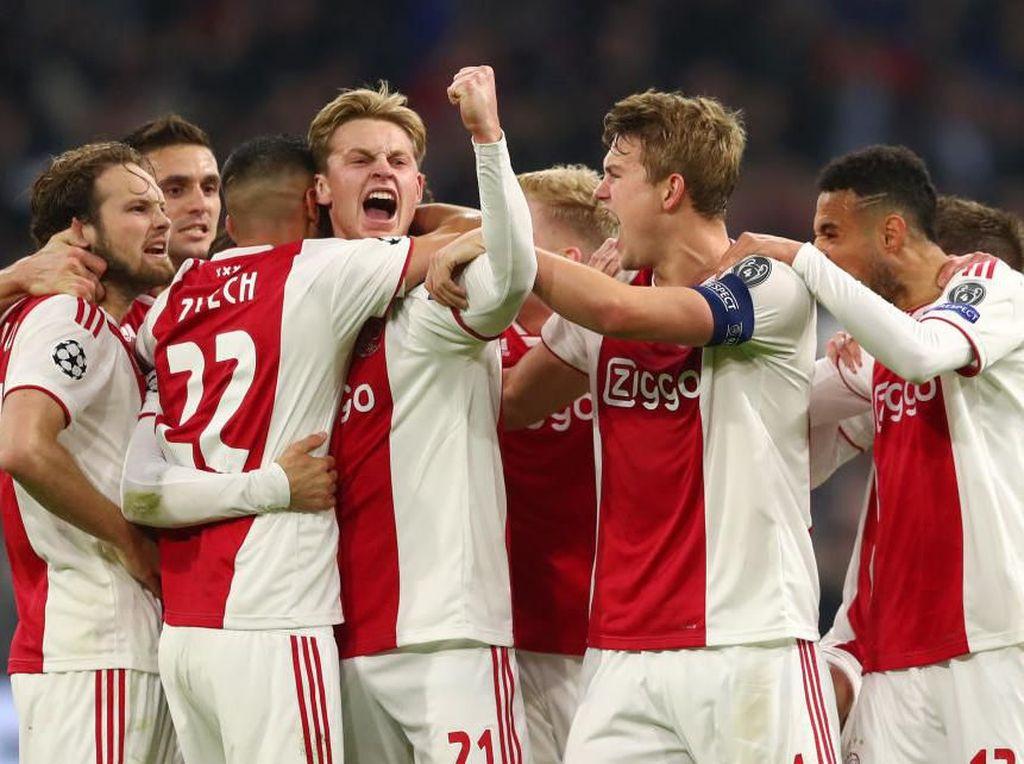 Penggawa Generasi Emas Ajax Satu Per Satu Mulai Pergi