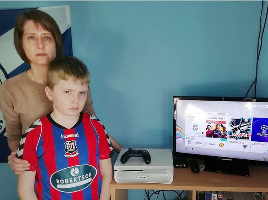 Ibu Ini Ngamuk, Xbox Anaknya di-Hack Buat Beli 36 ribu FIFA Point