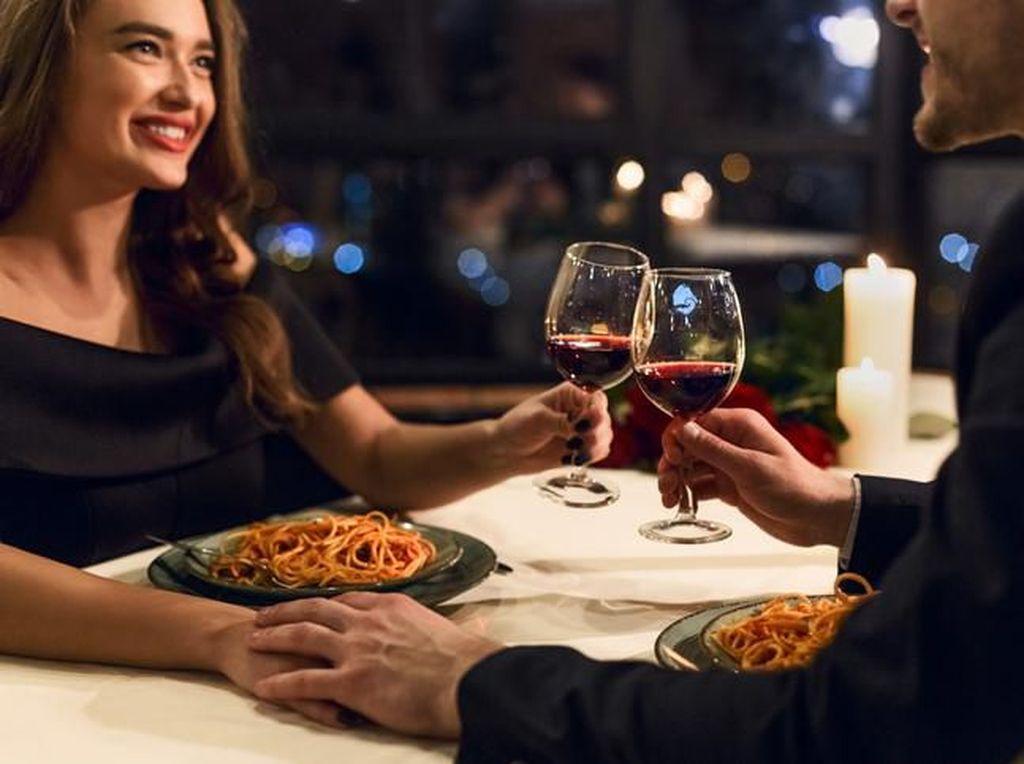 5 Etiket Makan Malam Romantis bersama Pasangan saat Hari Valentine