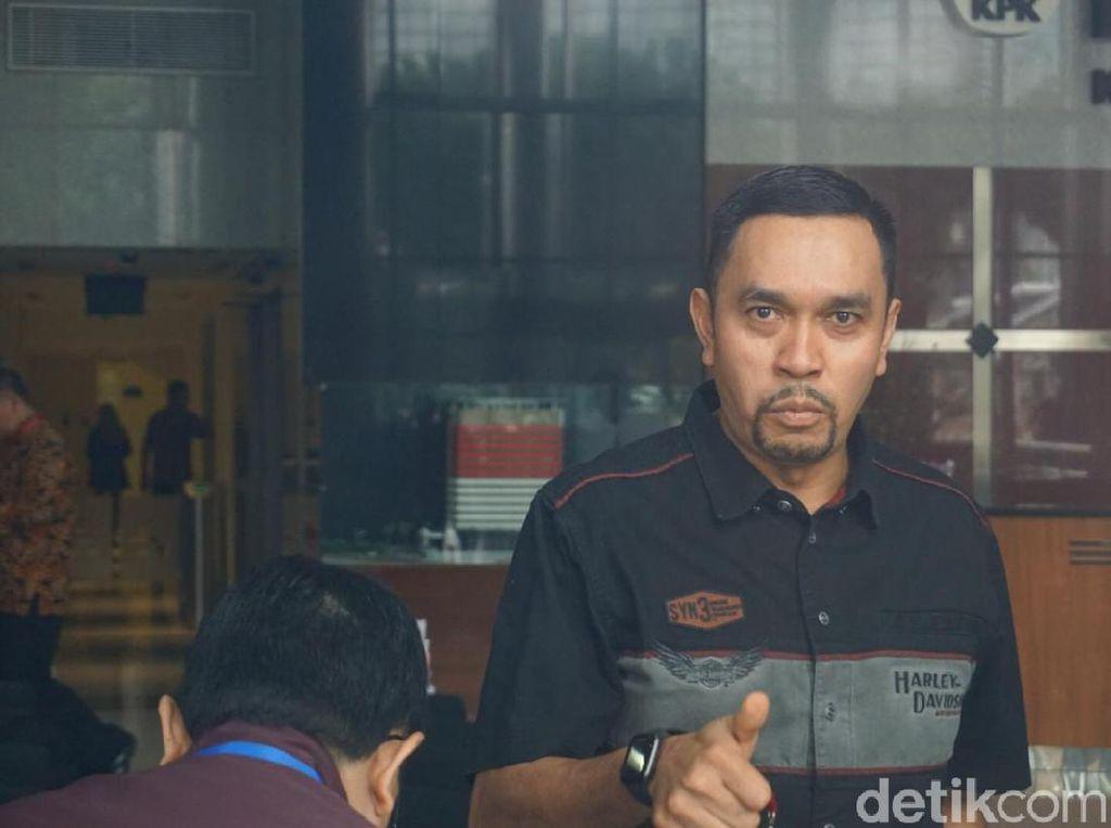 Berkemeja Harley-Davidson, Ahmad Sahroni Penuhi Panggilan KPK
