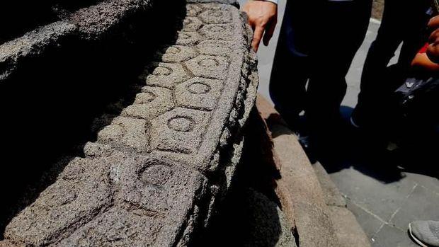 BKB Temukan 3.000 Noda Permen Karet di Candi Borobudur