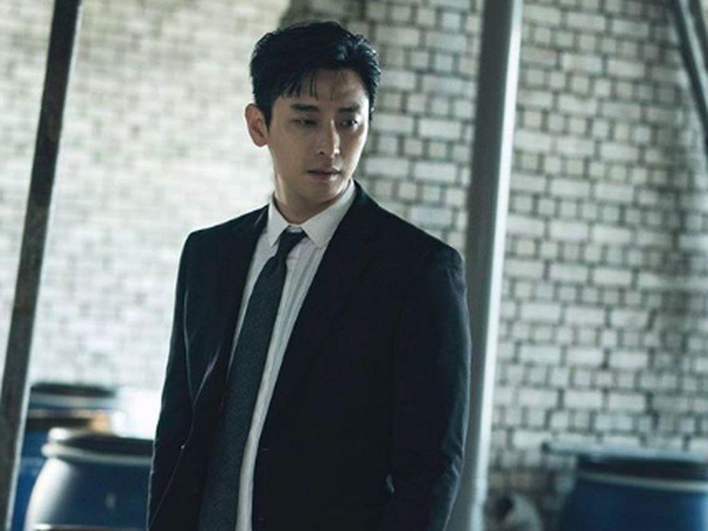 Joo Ji Hoon Bintangi Film Baru Produser Along with the Gods