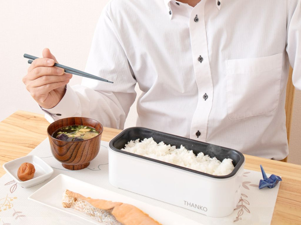 Imut! Rice Cooker Mini Ini Segede Kotak Makan untuk di Kantor