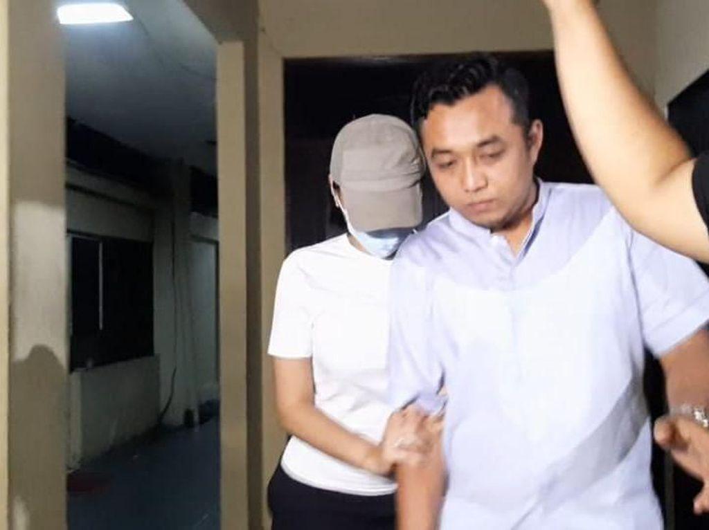 Usai Diperiksa, Lucinta Luna Dikembalikan ke Rutan Polda Metro Jaya