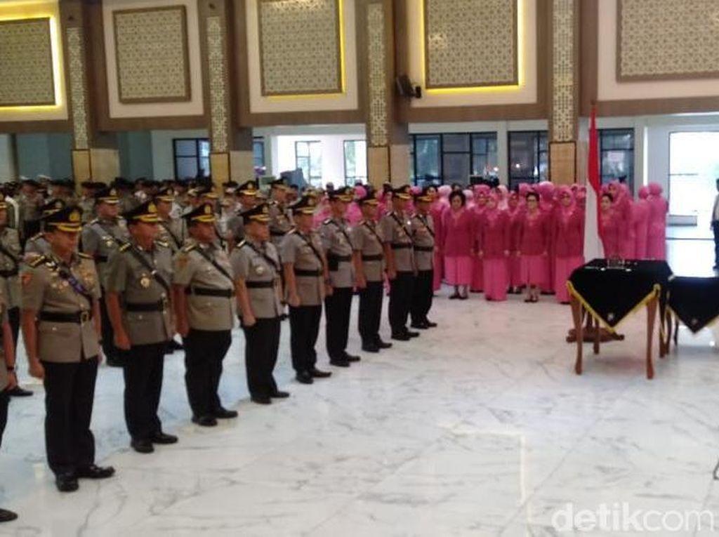 Jabatan Empat Pejabat Utama dan7 Kapolres Jajaran Polda Jatim Berganti