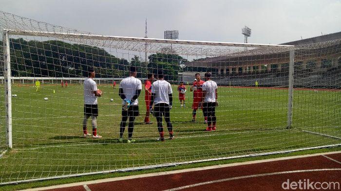 Latihan kiper Timnas Indonesia di Stadion Madya, Jakarta, Sabtu (15/2/2020) pagi WIB.