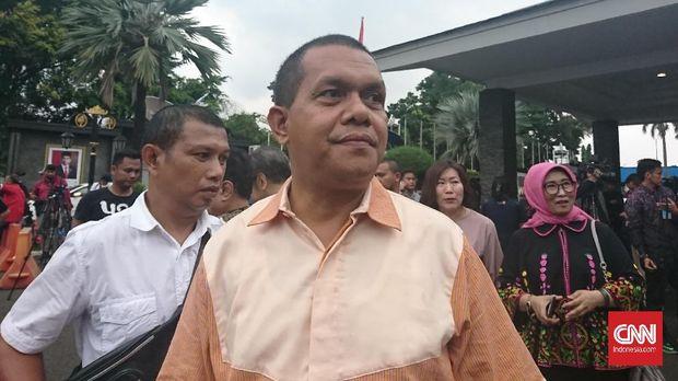 DPR Minta Usut Ekspor Jutaan APD, Polri Klaim Sudah Selidiki