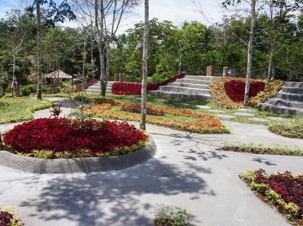Taman Bunga nan Rancak di Sumatera Barat