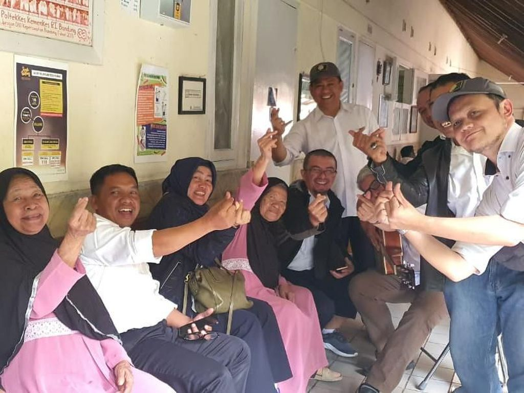 Peduli Lansia, Kemenhub Gelar Aksi Sosial di Bandung