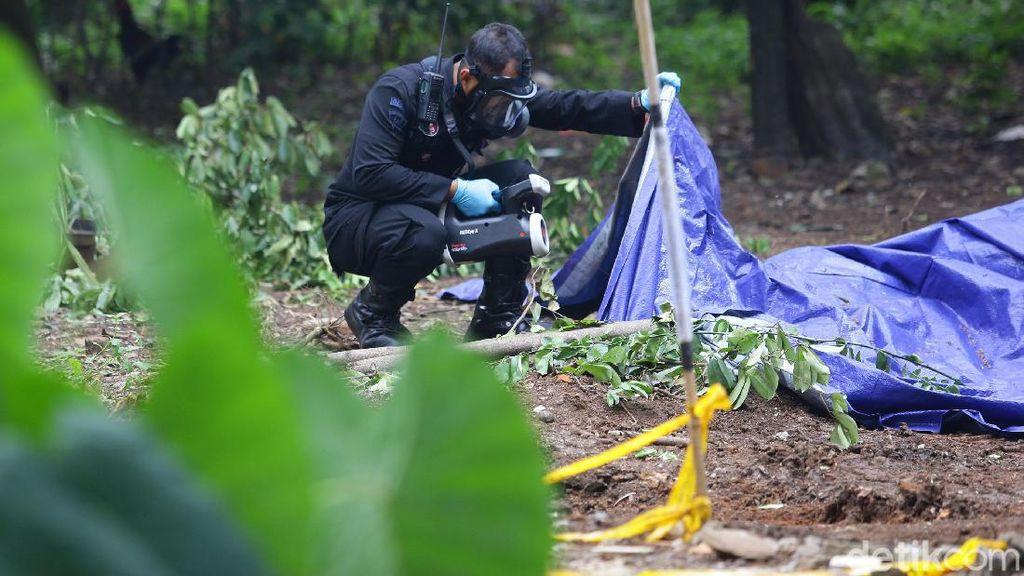 Tim Teknisi KBR Brimob Cek Radioaktif di Batan Indah Tangsel