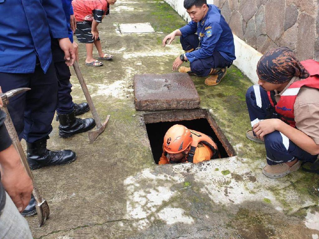 Cari Dua Bocah Hanyut di Bandung, Tim SAR Susuri Gorong-gorong