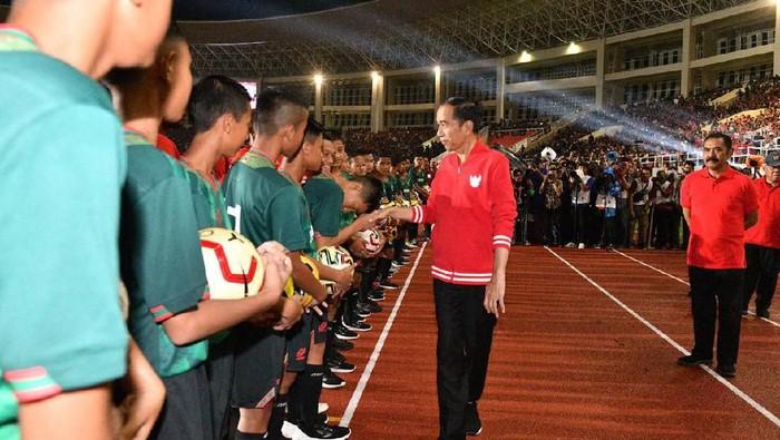 Presiden Jokowi meresmikan Stadion Manahan, Solo.