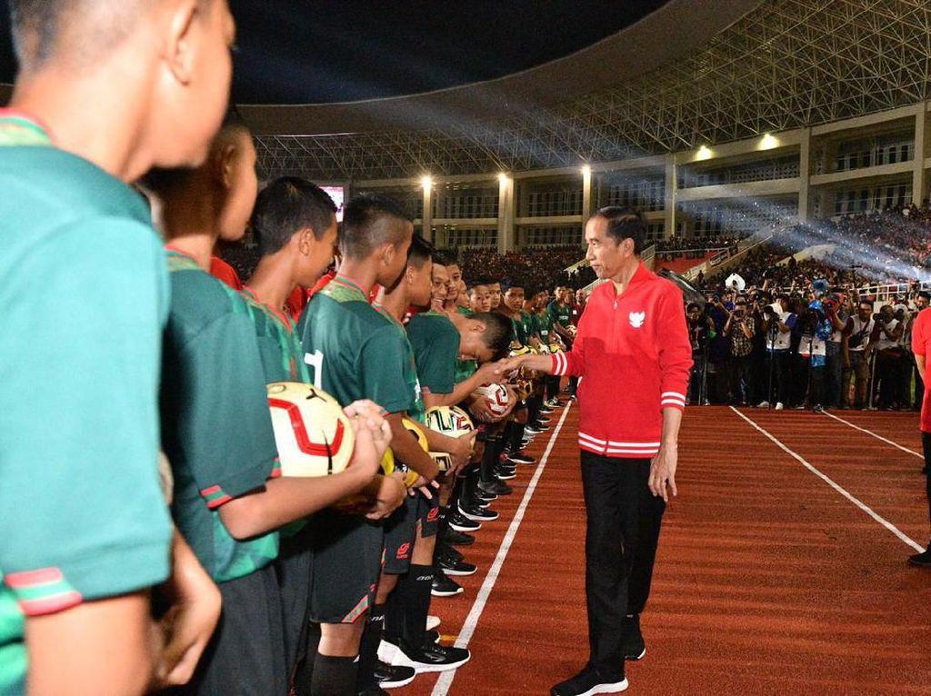 Presiden Jokowi: Stadion Manahan Kini Megah