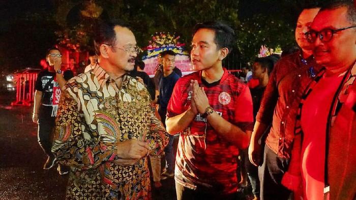 Gibran Rakabuming bertemu Achmad Purnomo di Stadion Manahan Solo