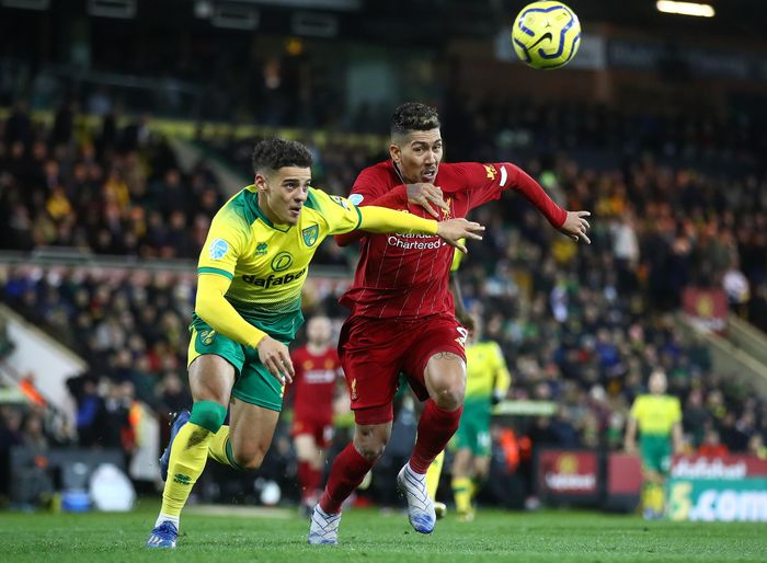 NORWICH, ENGLAND - FEBRUARY 15: Roberto Firmino of Liverpool in action with Max Aarons of Norwich during the Premier League match between Norwich City and Liverpool FC at Carrow Road on February 15, 2020 in Norwich, United Kingdom. (Photo by Julian Finney/Getty Images)