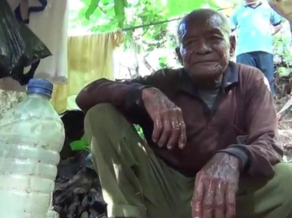 Kakek di Kendari 30 Tahun Hidup di Gubuk Beralaskan Tanah
