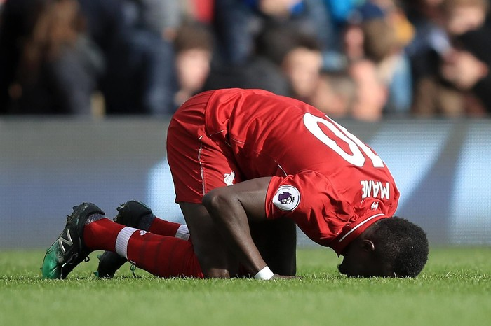 LONDON, ENGLAND - MARCH 17:  Sadio Mane of Liverpool celebrates after he scores his sides first goal  during the Premier League match between Fulham FC and Liverpool FC at Craven Cottage on March 17, 2019 in London, United Kingdom. (Photo by Marc Atkins/Getty Images)