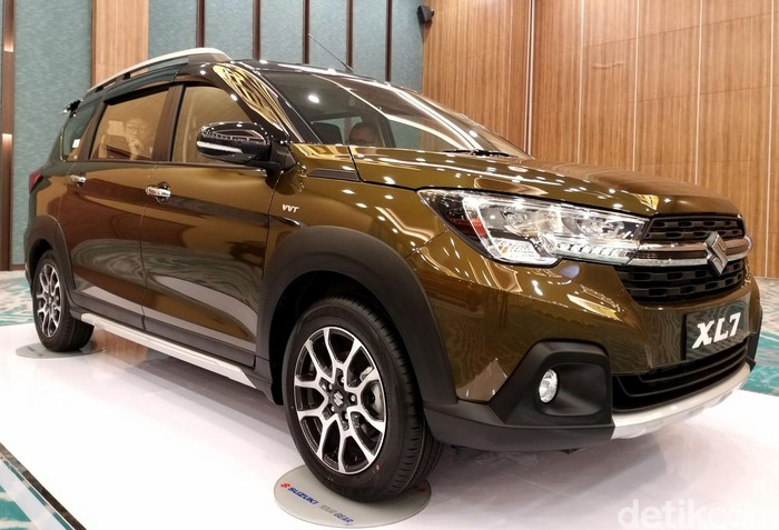 Suzuki mengenalkan varian low SUV baru, XL7. Model ini merupakan hasil pengembangan dari model low MPV, Ertiga. Penasaran? Yuk, lihat.