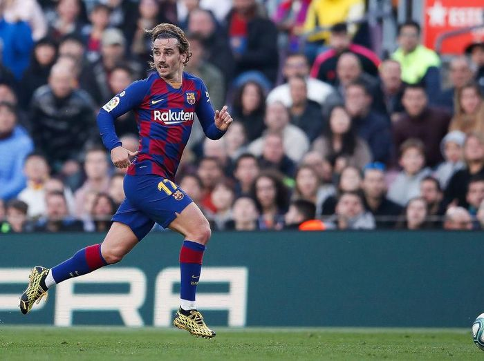 BARCELONA, SPAIN - FEBRUARY 15: Antoine Griezmann of FC Barcelona runs with the ball during the Liga match between FC Barcelona and Getafe CF at Camp Nou on February 15, 2020 in Barcelona, Spain. (Photo by Eric Alonso/Getty Images)