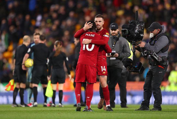 NORWICH, ENGLAND - FEBRUARY 15: Sadio Mane and Jordan Henderson of Liverpool celebrate following their sides victory in the Premier League match between Norwich City and Liverpool FC at Carrow Road on February 15, 2020 in Norwich, United Kingdom. (Photo by Catherine Ivill/Getty Images)