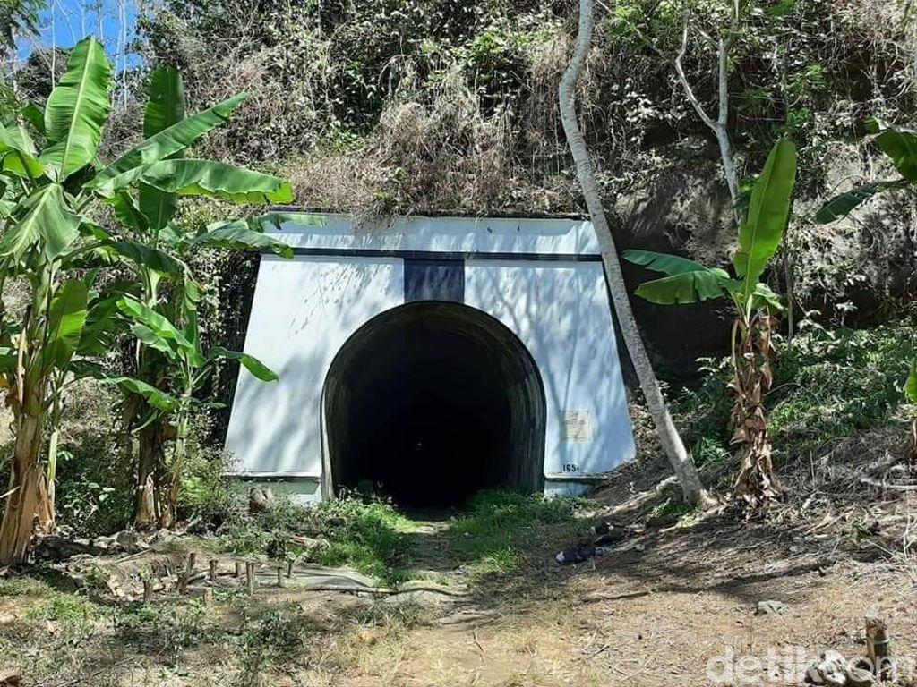 Nostalgia Menyusuri Terowongan KA Wilhelmina di Kabupaten Pangandaran