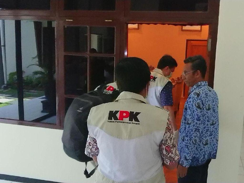 KPK Geledah Gedung DPRD Tulungagung