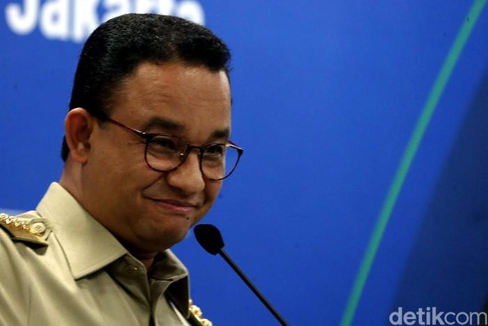Gubernur DKI Jakarta Anies Baswedan menghadiri penandatanganan kontrak untuk melanjutkan pembangunan proyek jalur MRT dari Bundaran HI menuju Harmoni.