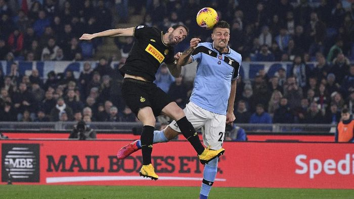 Inter Milan's Diego Godin and Lazio's Sergej Milinkovic-Savic jump for the ball during the Serie A soccer match between Lazio and inter Milan, at Romes Olympic stadium, Sunday, Feb. 16, 2020. (Alfredo Falcone/LaPresse via AP)