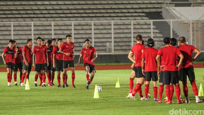 Timnas Indonesia melakukan sesi latihan ketiga di Lapangan Madya, Jakarta, Senin (17/2/2020). Latihan dipimpin langsung oleh Shin Tae Yong.