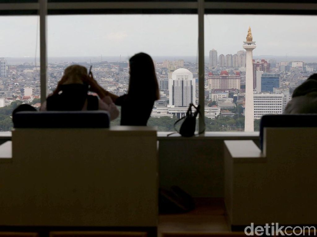Menikmati Jakarta dari Puncak Perpustakaan Tertinggi di Dunia