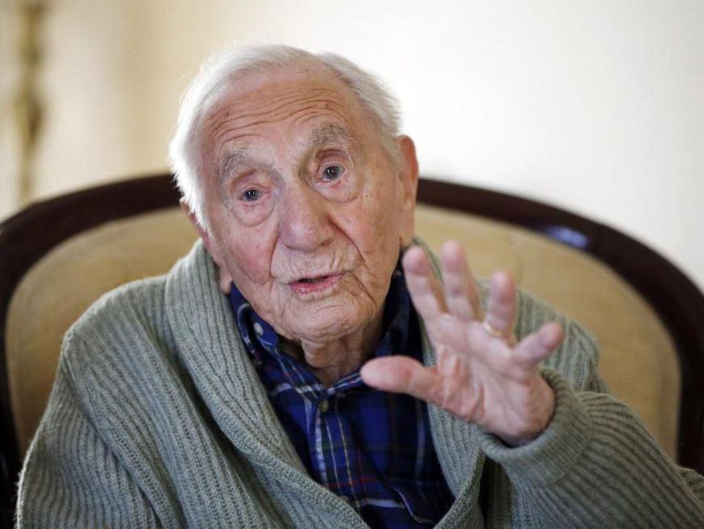 Sahabat Ernest Hemingway Meninggal di Usia 102 Tahun