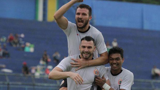 Persebaya hadapi Persija di final Piala Gubernur Jatim.