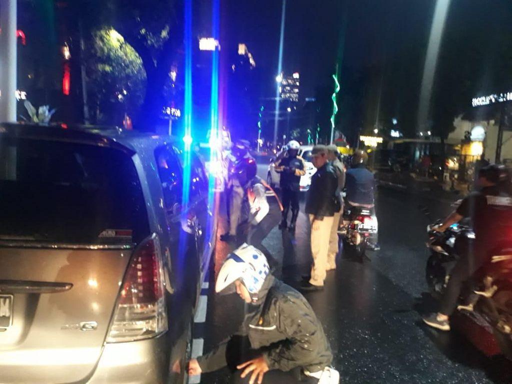 Dishub Jaksel Cabut Pentil 20 Kendaraan yang Parkir Liar di Jalan Gunawarman