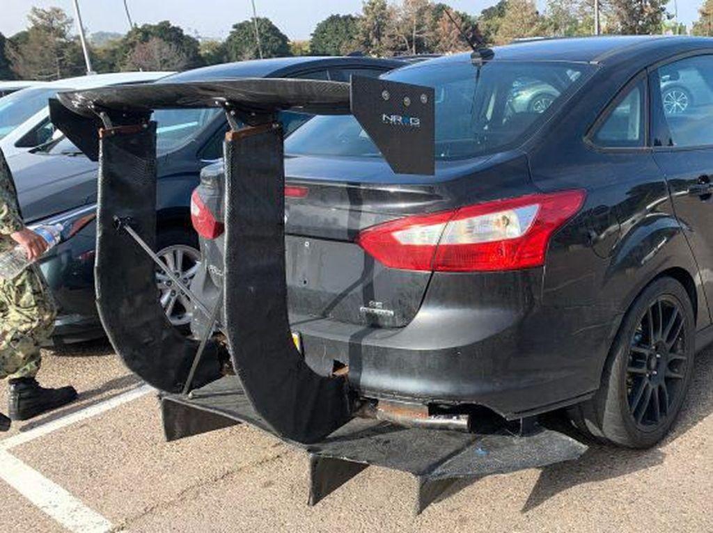 Astaga! Mobil Ini Pakai Sayap Belakang Raksasa