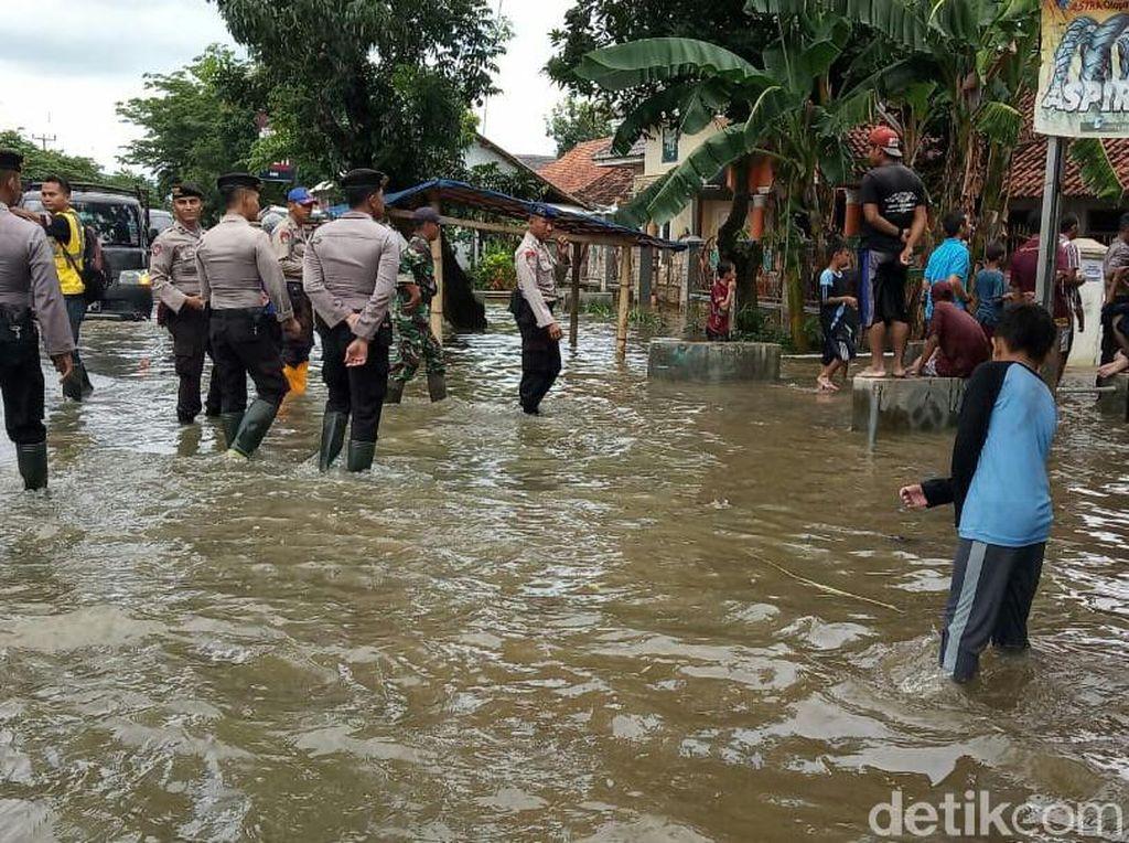Sungai Cisanggarung Meluap, 4 Kecamatan di Cirebon Terendam Banjir