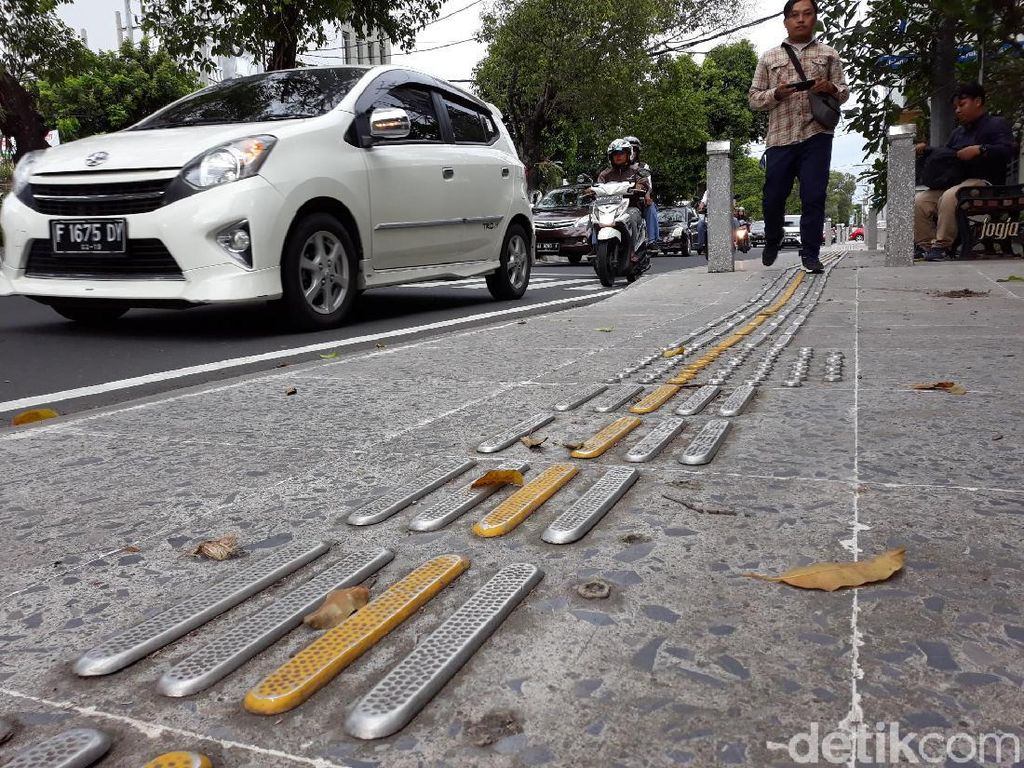 Duh! Ratusan Guiding Block di Pedestrian Kotabaru Yogya Hilang