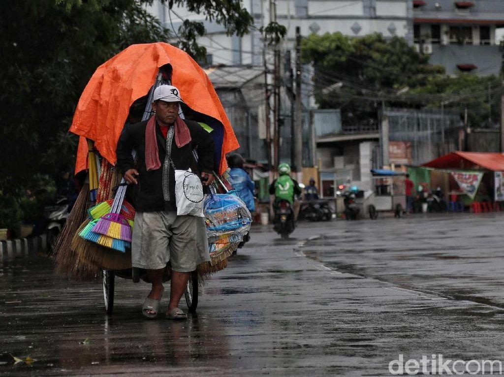 BMKG: Jakarta dan Sekitarnya Diprediksi Hujan hingga Siang