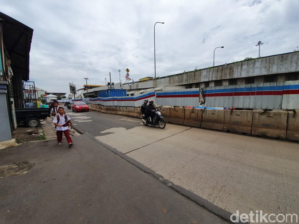 Kondisi Jl Galaxy I-Cikunir Raya Bekasi yang Bakal Ditutup Gegara Proyek KCIC