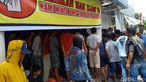 Rp 2 M Hilang, Nasabah Kerahkan Massa Segel Bank