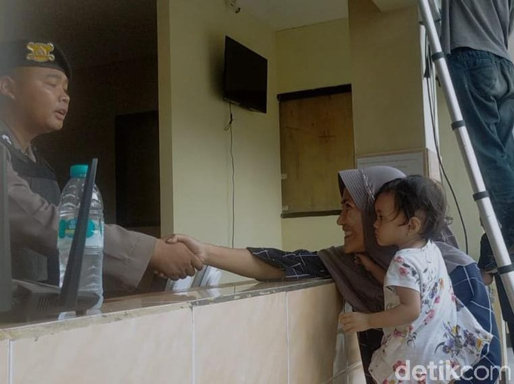Zikria Dzatil, Penghina Wali Kota Risma Wajib Lapor Satu Minggu Sekali