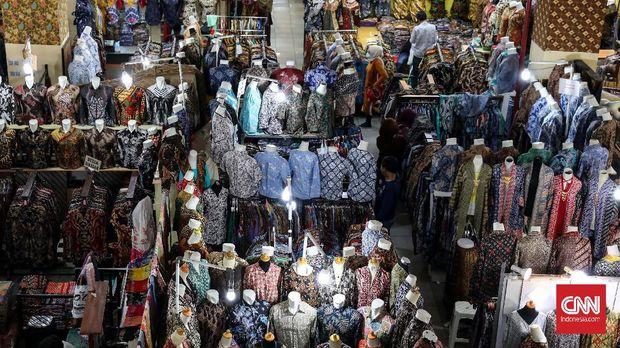 Bagi penggemar batik yang tak punya waktu berbelanja batik di tempat aslinya, sentra batik di Thamrin City menjadi solusinya. CNNIndonesia/Safir Makki