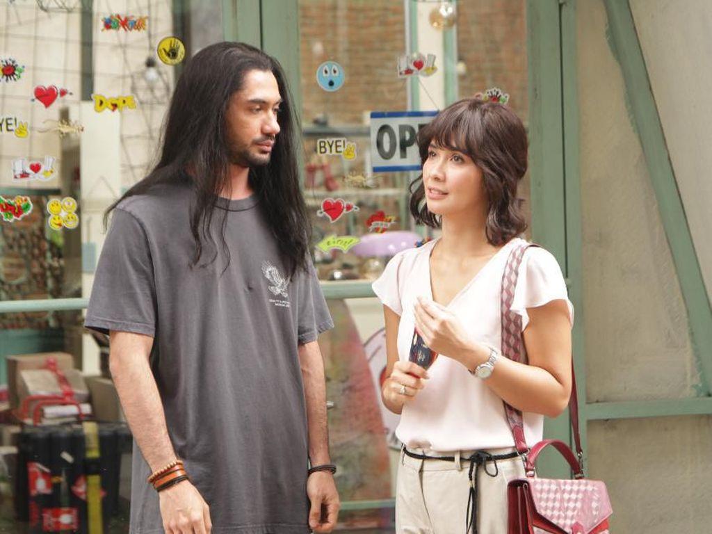 Main di Toko Barang Mantan, Reza Rahadian: Cinta Harus Diungkapkan