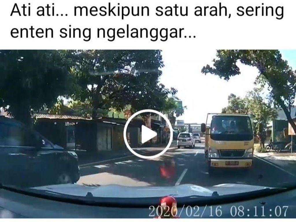 Viral Mobil Santuy Hadang Truk di Klaten, Polisi: Sering Ada yang Nekat!